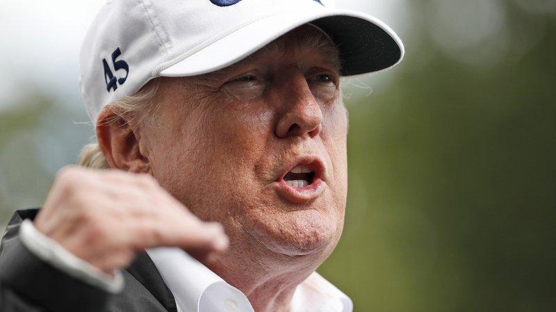 Etats-Unis: Donald Trump signe une résolution condamnant les suprémacistes blancs