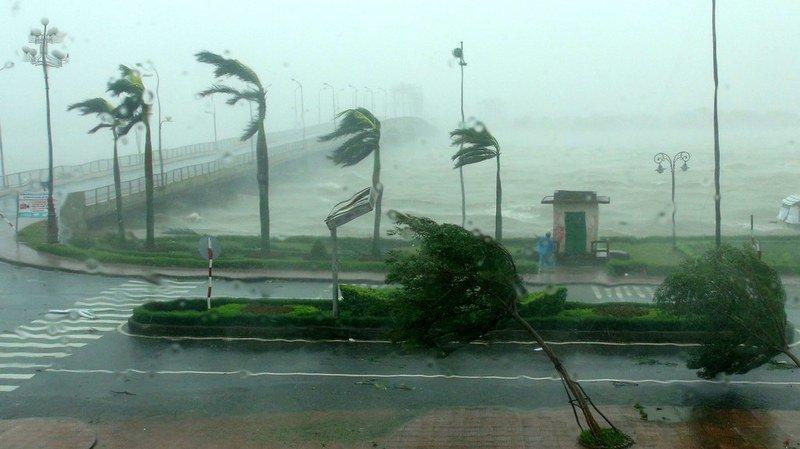 Vietnam: le typhon Doksuri frappe la côte, 8000 personnes évacuées