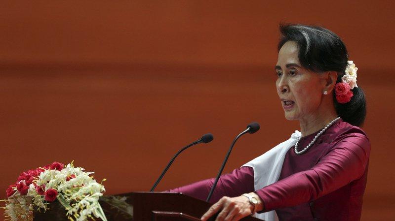 """Birmanie: Aung San Suu Kyi """"prête"""" à organiser le retour des Rohingyas réfugiés au Bangladesh"""