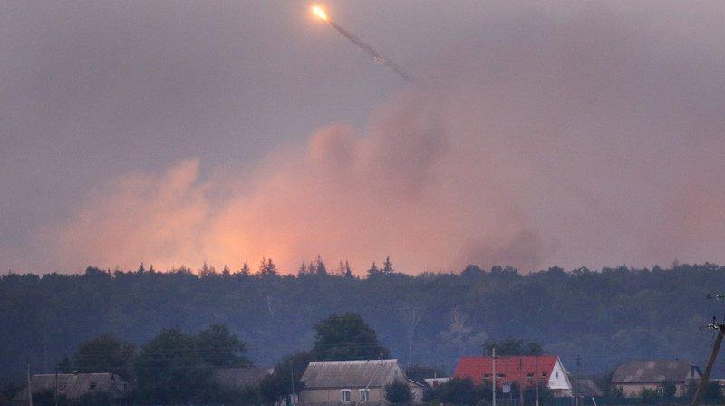 """Dépôt de munitions ravagé par le feu en Ukraine: """"sabotage"""" évoqué"""