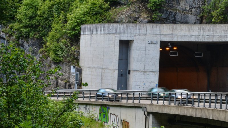 A 155 km/h dans le tunnel  des gorges du Seyon