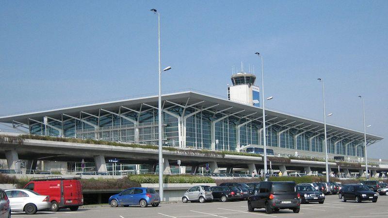 Aéroport de Bâle-Mulhouse: une alarme oblige 900 passagers à repasser le contrôle de sécurité
