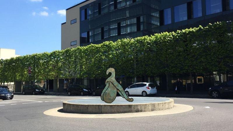 Un clitoris géant à la gare de Neuchâtel: l'artiste explique sa démarche