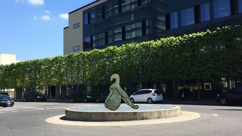 Un clitoris géant se dressera sur un rond-point à la gare de Neuchâtel