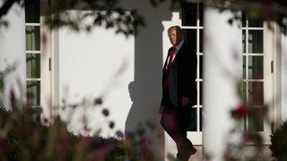 Attentats du 11 septembre: Donald Trump respecte une minute de silence