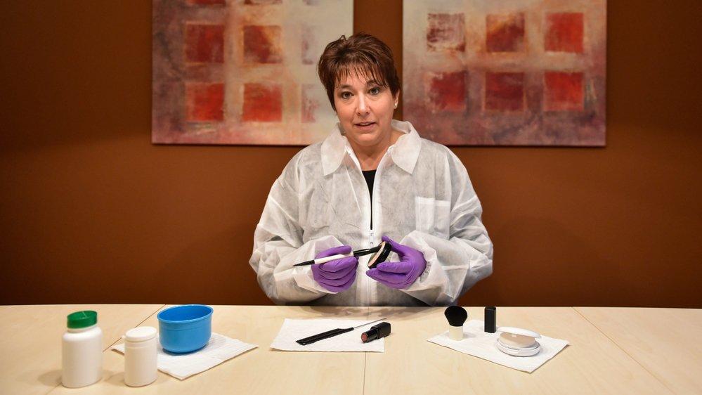 """Nicole Siegenthaler utilise plusieurs """"outils"""" différents dans son travail."""
