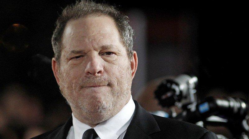 L'actrice Dominique Huett explique qu'Harvey Weinstein l'a agressée sexuellement, malgré ses refus.