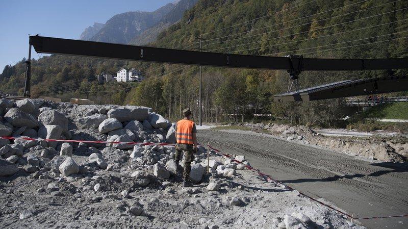 Eboulement de Bondo (GR): l'armée installe un pont provisoire