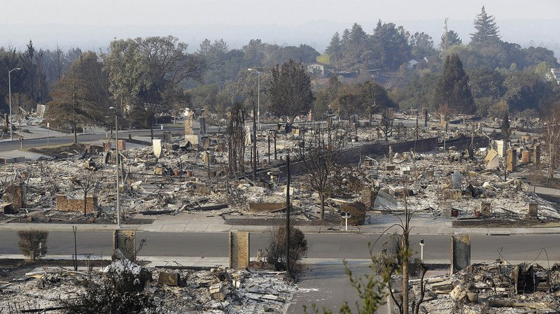 Incendies en Californie: les pompiers progressent, le bilan de 41 morts pourrait encore s'alourdir