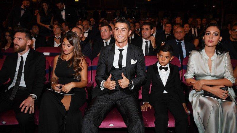 FIFA: Cristiano Ronaldo sacré meilleur joueur pour la deuxième année consécutive
