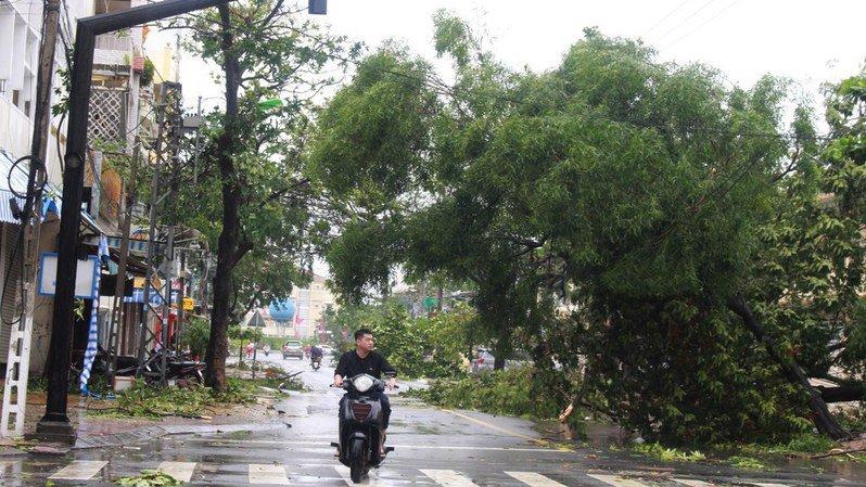 Le typhon Damrey fait 27 morts et 22 disparus au Vietnam