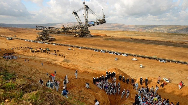 Allemagne: manifestation dans une mine de charbon à la veille de la COP23