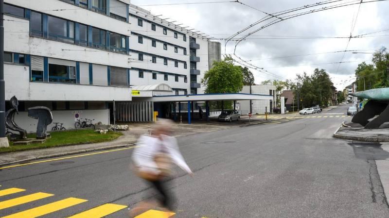 """Les villes des Montagnes s'inquiètent du """"démantèlement"""" de l'hôpital de La Chaux-de-Fonds"""