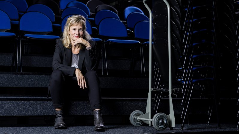 """Nathalie Sandoz, au Théâtre du Pommier à Neuchâtel. """"Je me sens ici comme à la maison"""". Photo : Lucas Vuitel"""