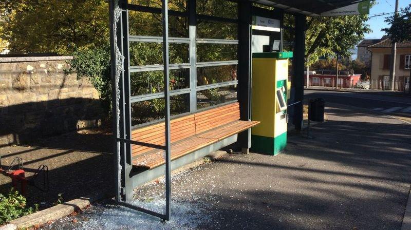 Casses à répétition à l'arrêt de bus des Valangines à Neuchâtel
