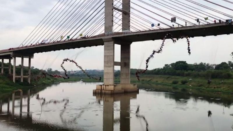Saut à l'élastique au Brésil: 245 personnes s'élancent ensemble d'un pont