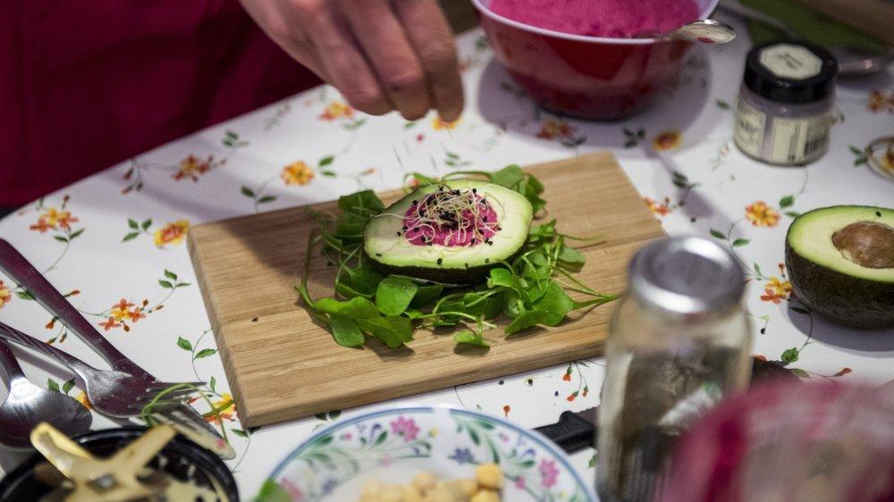 Le Neuchâtelois Romain Brosy l'assure: le véganisme n'est pas seulement réservé aux gens qui ont du temps pour cuisiner.