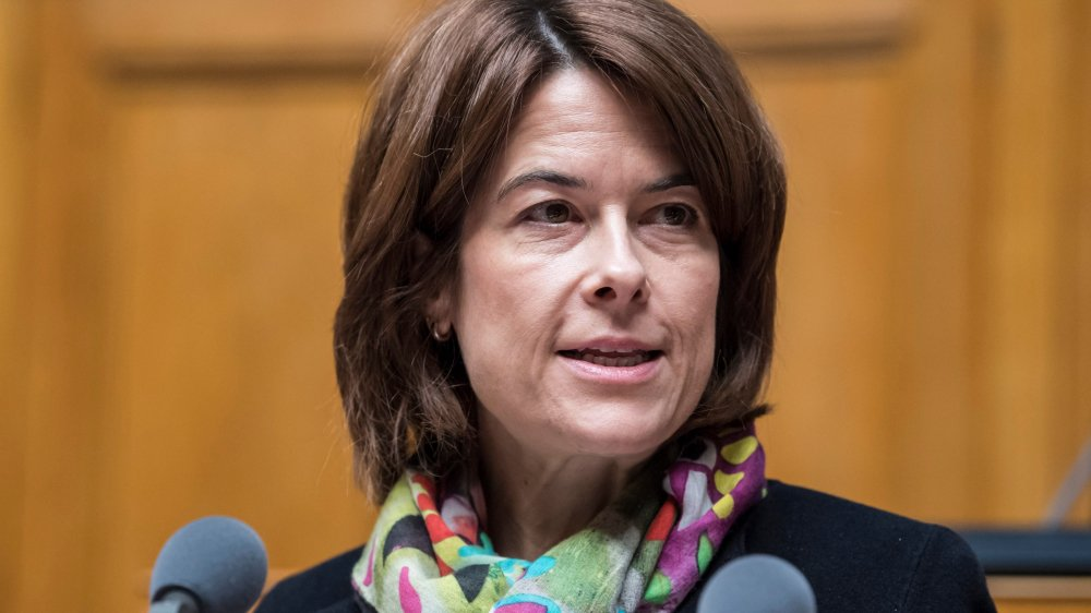 Petra Gössi, présidente du PLR, veut tordre le cou à la clause guillotine, mais ne fait pas l'unanimité dans les rangs de son parti sous la Coupole fédérale.