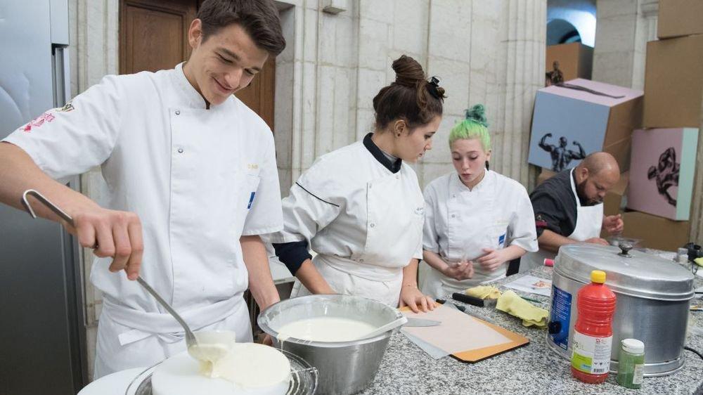 Les apprentis Quentin, Laure, Maurane et Luis, en démonstration à Chocolatissimo.