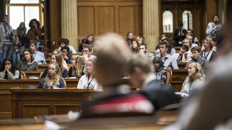 26e session des jeunes: entre 14 et 21 ans, des politiciens en herbe débattent de l'AVS