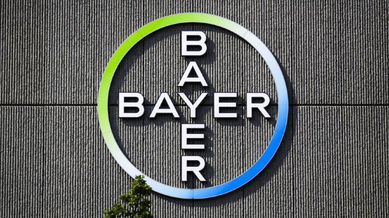 Bayer et le géant américain des pesticides et OGM continueront de coopérer avec les autres autorités afin de boucler l'opération au début de l'an prochain, a ajouté le chimiste allemand dans un communiqué.
