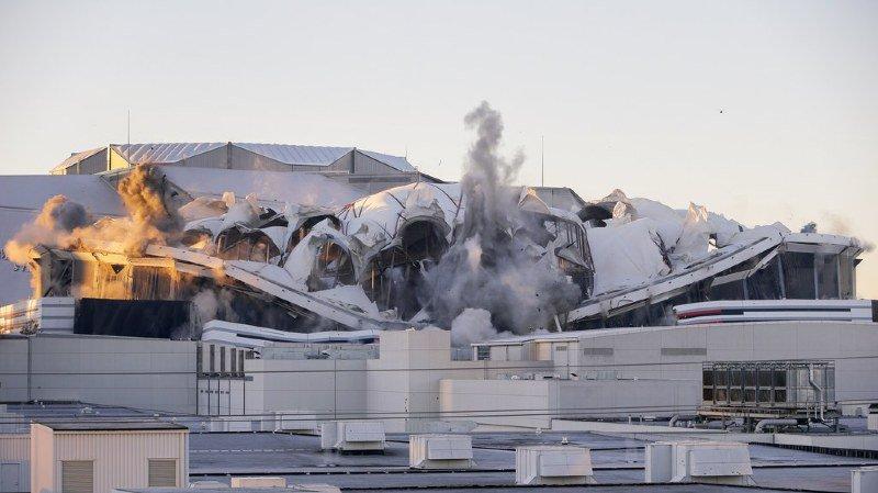La destruction du dôme n'a pu être filmée par une chaîne américaine présente, à cause d'un bus!