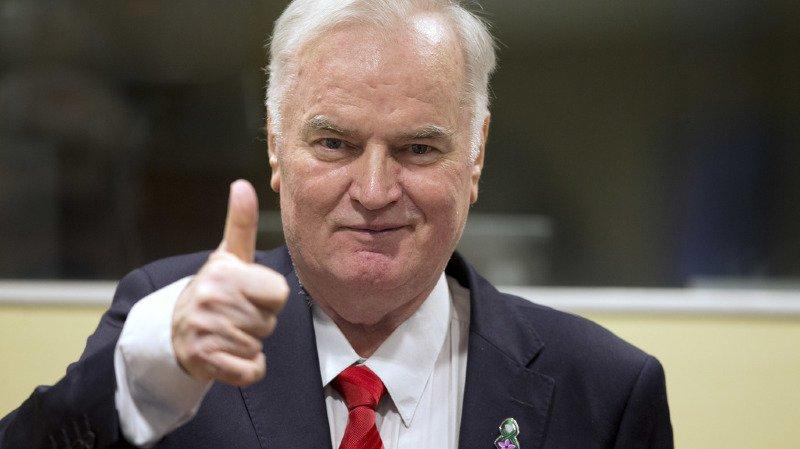 Balkans: Ratko Mladic, l'ancien chef des Serbes de Bosnie, condamné pour crimes de guerre et génocide