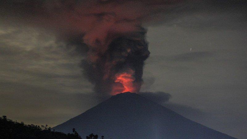 Indonésie: la lave est visible sur le volcan Agung, l'alerte maximale est décrétée à Bali