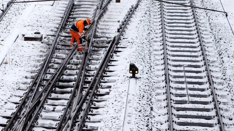 Météo: dizaines d'accidents et trains supprimés suite à la neige