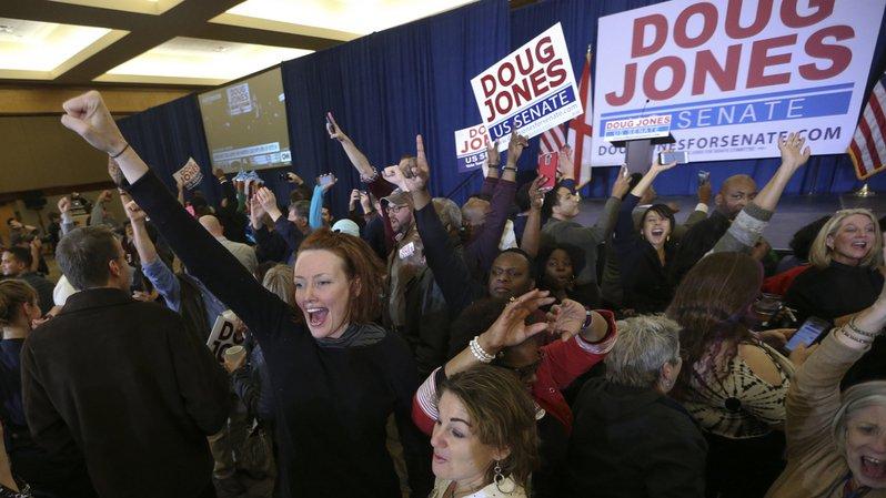 Revers pour Donald Trump: un candidat démocrate remporte l'élection sénatoriale en Alabama, une première depuis 1992