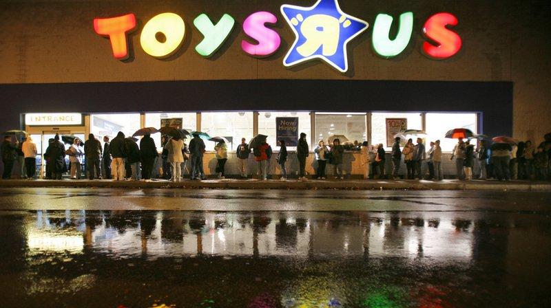 """La filiale britannique de Toys """"R"""" Us prévoit de fermer """"au moins 26 magasins à partir du printemps, sur les quelque 105 dont elle dispose au Royaume-Uni."""
