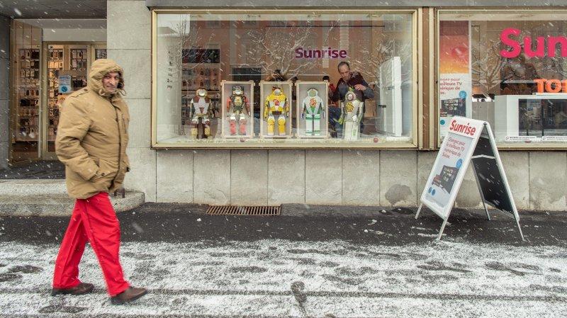 Dans les vitrines, les robots d'Hervé Stadelmann.