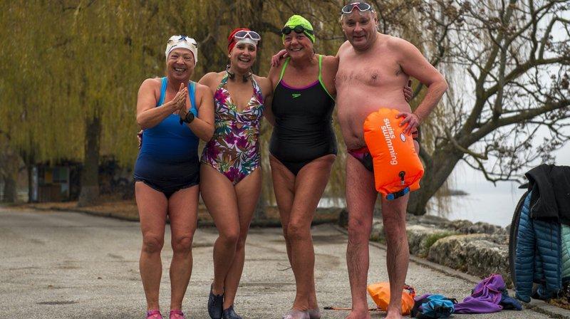 Se baigner dans le lac de Neuchâtel en hiver? Faut être givré