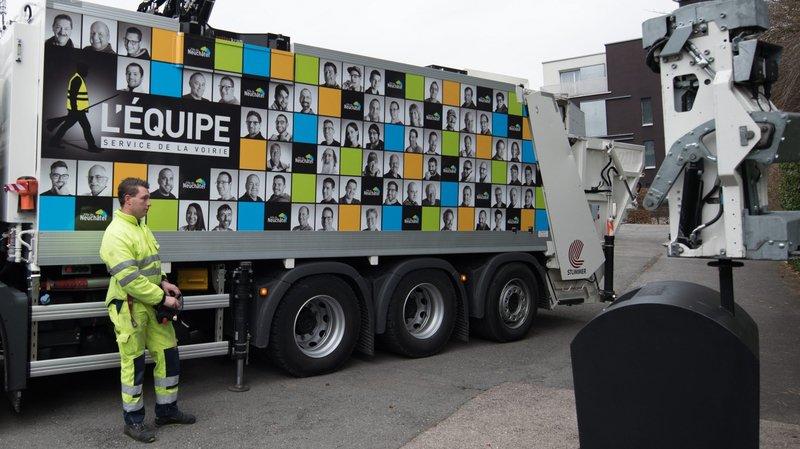 Les collaborateurs du Service de la voirie affichés sur un camion poubelle.