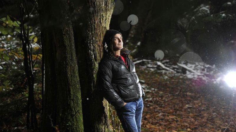 """""""Le loup est un peu notre miroir"""": le Jurassien Jean-Marc Landry publie une monographie"""