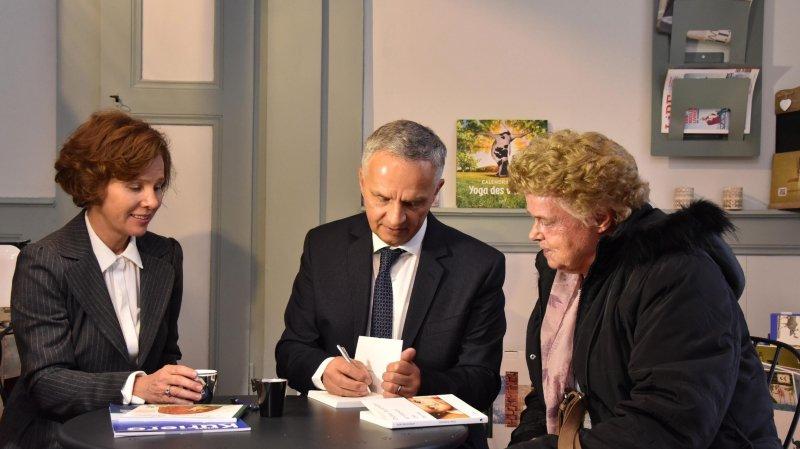Premières dédicaces de l'ancien conseiller fédéral Didier Burkhalter au Locle