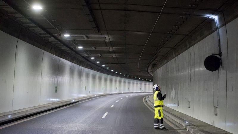 Il s'engage sur l'autoroute en travaux entre Serrières et la Maladière