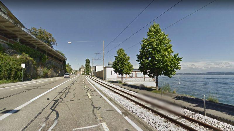 Neuchâtel: un automobiliste se prend pour un piéton entre Philip Morris et le Bain des Dames puis passe sur les voies du tram