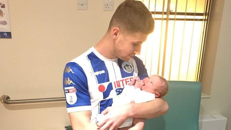 C'est le président du club de Wigan, David Sharpe, qui a posté cette photo sur son compte Twitter.