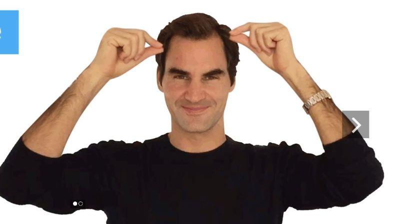 Roger vous apprend à dire son nom en langage des signes. Pas très compliqué...