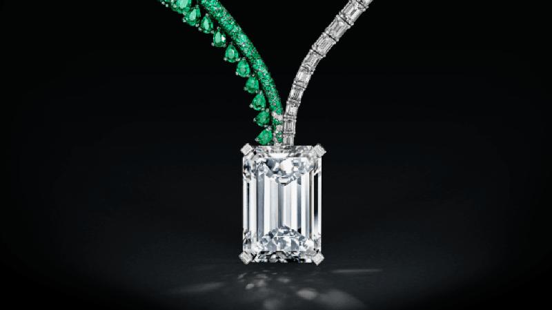 """Ce diamant de 163,41 carats de couleur D suspendu à un collier d'émeraude et de diamant appelé """"the Art of Grisogono"""" a été vendu pour 33,5 millions de francs suisses."""