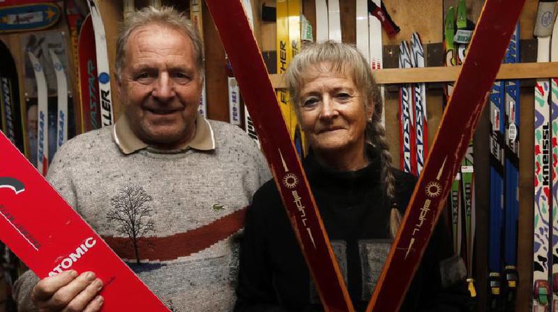 Un couple mordu de ski a aménagé un musée privé dans sa villa locloise