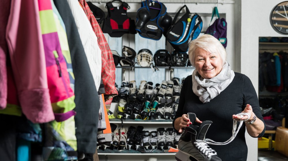 Irène Bühler tient le troc du Porte-Bonheur depuis 36 ans à La Chaux-de-Fonds. Photo: Lucas Vuitel
