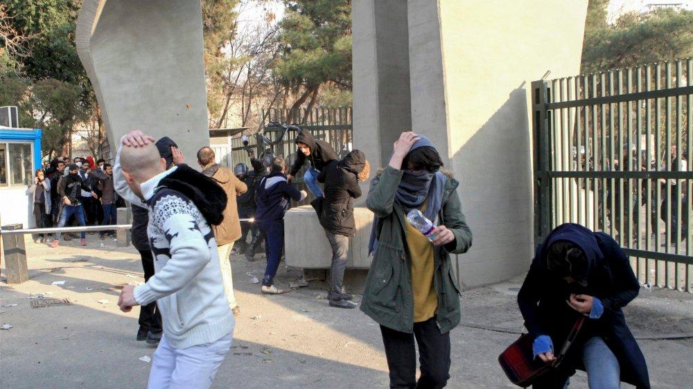 L'Iran est secoué depuis jeudi par une vague de contestation sans précédent depuis 2009, qui a fait 21 morts.
