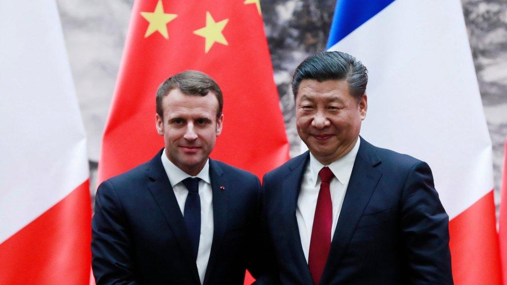 Emmanuel Macron (à gauche) est en visite en Chine.