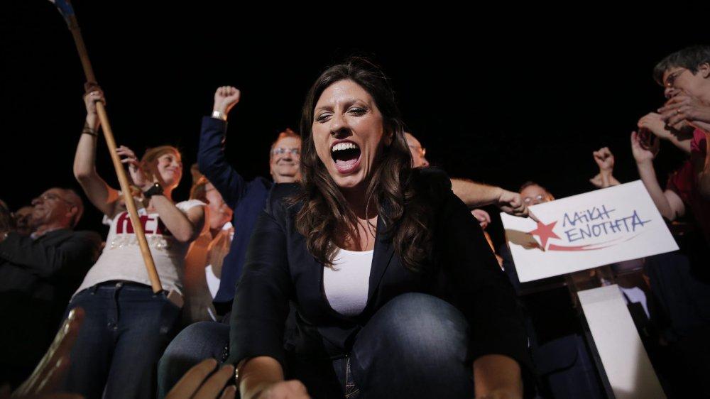Zoé Konstantopoúlou, ancienne présidente du parlement grec, défend bec et ongles les citoyens endettés.