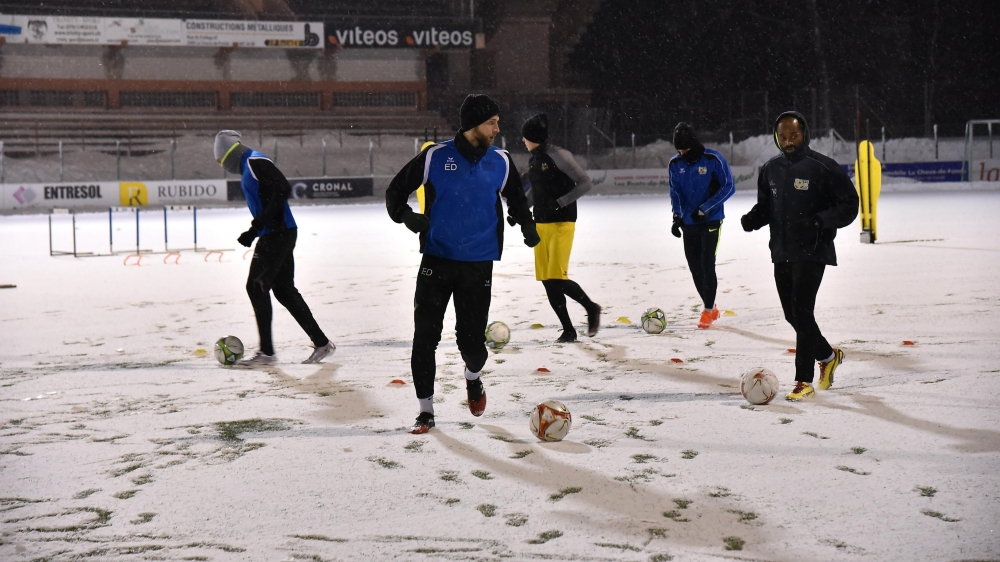 Les joueurs du FCC ont effectué leur première séance d'entraînement sous la neige et avec une température de moins un degré.