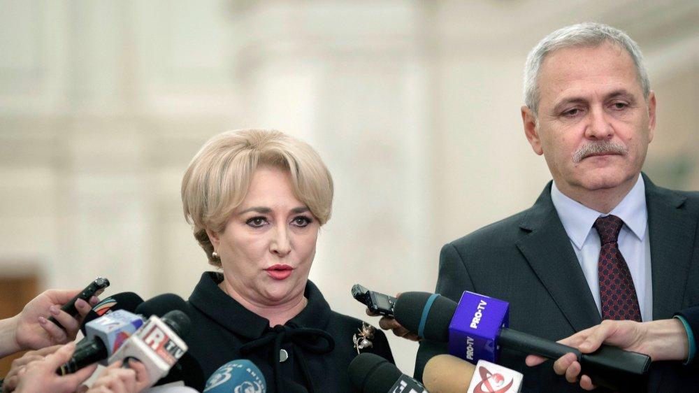 La Roumanie reste marquée par une instabilité et une extrême tension entre le leader du parti au pouvoir–Liviu Dragnea, ici avec la nouvelle première ministre Viorica Dancila–et le président de la République.