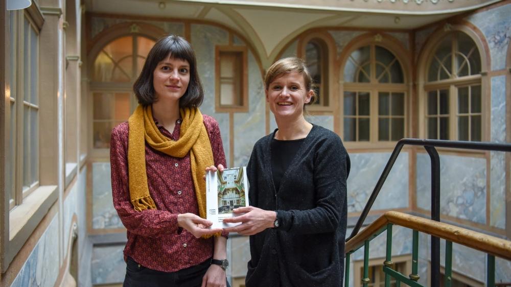 Helen Wyss et Katrin Kaufmann à l'Ancien Manège, avec le guide qu'elles cosignent.