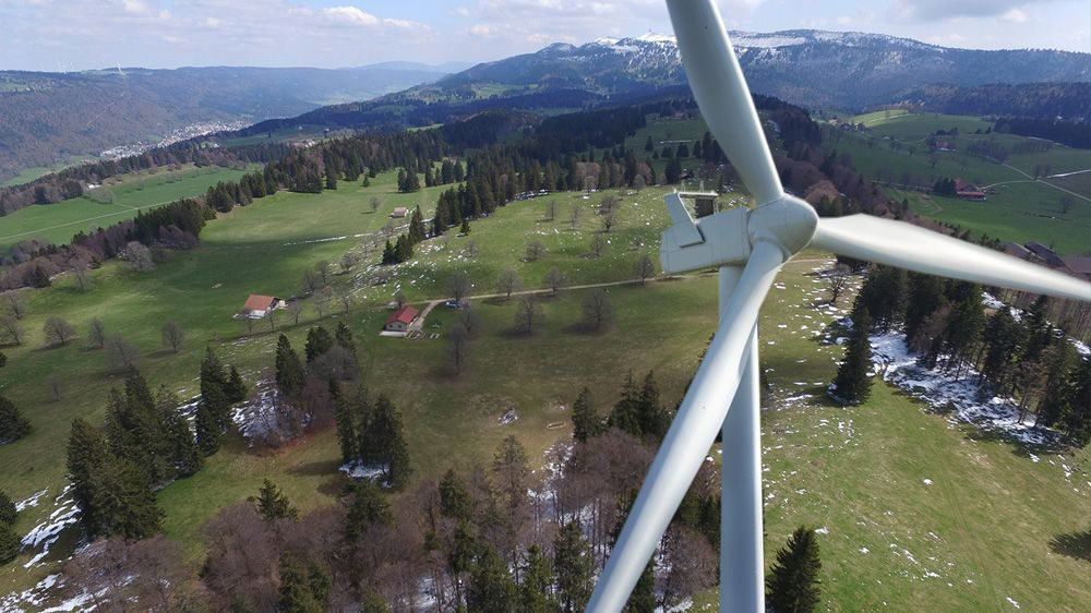 Le parc des Quatre Bornes, prévu à La Joux-du-Plâne et sur la crête de l'Echelette, devrait accueillir onze éoliennes.